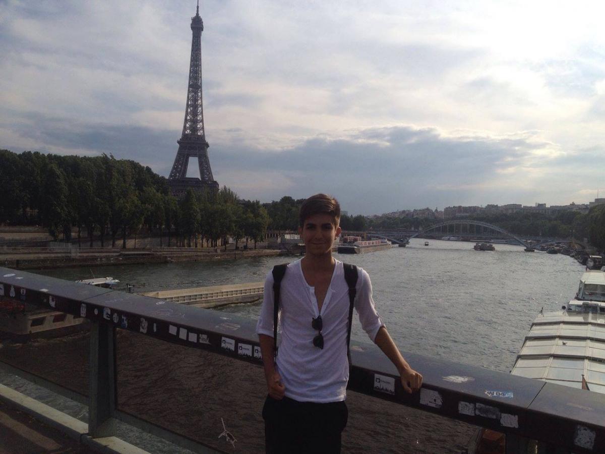 Tony Castro en París